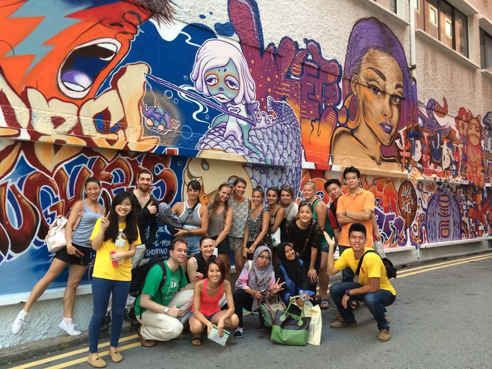 chrsitie-1 - Paket Wisata Singapura Gratis Ala Backpacker - paket wisata